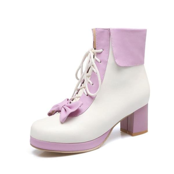 Fallen Sie neue Mode mit quadratischem Kopf und süßen passenden kurzen Stiefeln mit Schleife