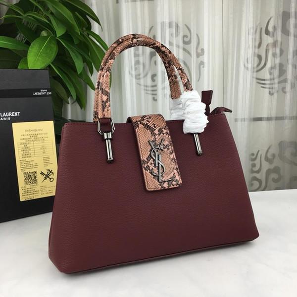 As bolsas de alta qualidade são extremamente requintadas no acabamento. Eles incorporam cores elegantes. Material original em bezerros 33 * 23 * 13 cm