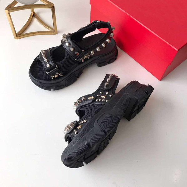 2019 riveted Sports sandals Designer Luxury diamond male and women leisure sandals fashion Leather outdoor beach slippers Large size36-45