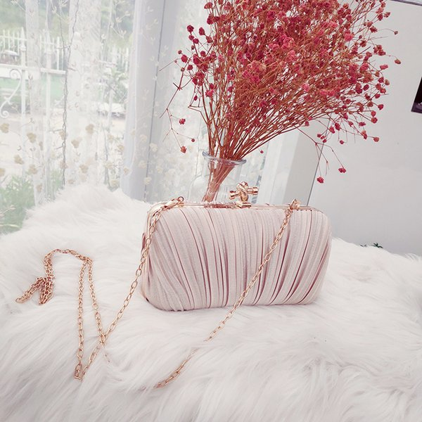 Pearl chain handbag female fashion 2019 retro wild single shoulder slung small bag silk banquet clutch bag