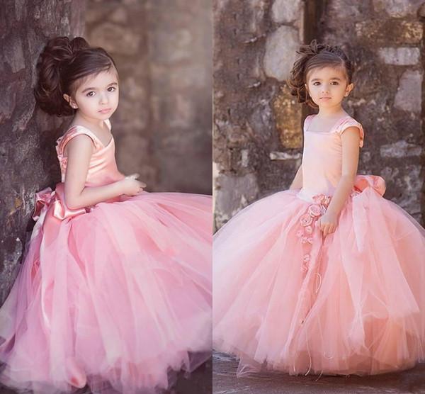 Blush Pink Drop Vita Designer Abiti per bambini Tulle Square Neck Cap maniche Handmade Flower Bow Sash Bambini abiti da festa