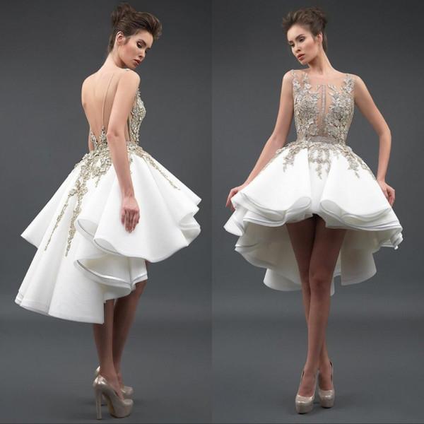 Pequeño cóctel Vestidos de baile Cuello escarpado sexy Apliques de encaje 3D Tul Sin mangas Sin respaldo Alto Bajo Una línea Vestidos de noche Vestidos de fiesta