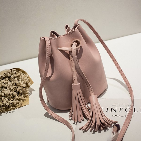 Small bag 2018 spring and summer Korean version of the new women's shoulder diagonal tassels drawstring bucket bag