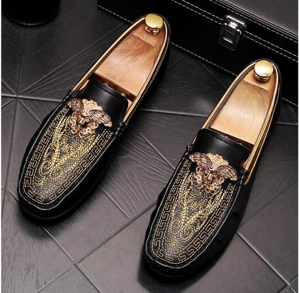 2019 designer de luxe britannique broderie de velours Knight oxfords chaussures Homecoming homme chaussures de mariage chaussures de graduation hommes noir blanc