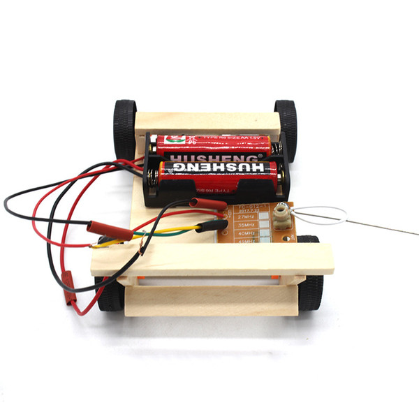 top popular popular science experiment model for electric four-wheel wooden wireless vehicle DIY wireless remote control vehicle 2021