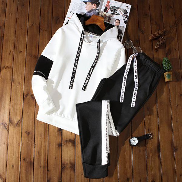 blanc H pantalons noirs