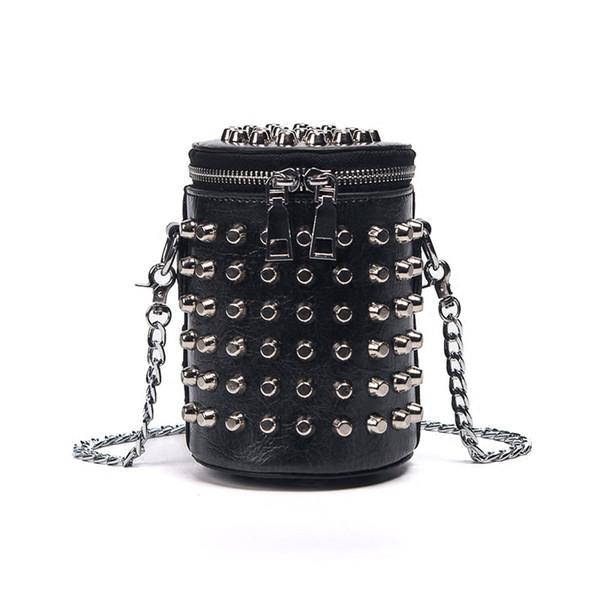 Retro Avrupa tarzı Çanta Çanta 2019 Yüksek Kaliteli PU Deri Kadın çantası Punk Perçin Kova Omuz çantası Zincir Messenger çanta