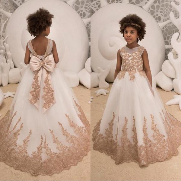 Vestiti delle ragazze di fiore del collo del gioiello Champagne Appliques del merletto Treno dell'arco Principessa bambini lunghi del racconto delle bambine del bambino di compleanno della principessa