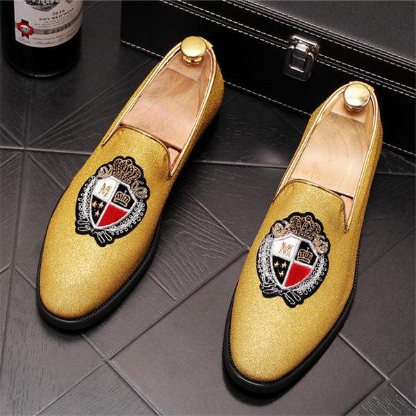 Alta calidad de los hombres del diseñador bordado de los zapatos de oro de los zapatos de los holgazanes del vestido del varón zapatos de boda del regreso al hogar Sapato Social Masculino