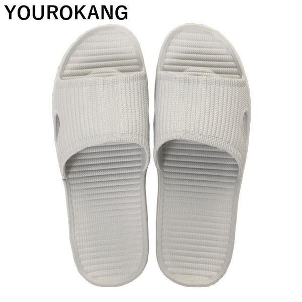 Verano de los hombres Inicio zapatillas de plástico zapatos de playa masculina antideslizante EVA interior zapatillas de baño ligeras sandalias baratas diapositivas suaves