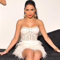 celebridad mini vestidos de plumas al por mayor-Al por mayor-2 colores Hot Strapless Nail Bead blanco negro pluma Celebrity vendaje vestido lindo vestido de la manera