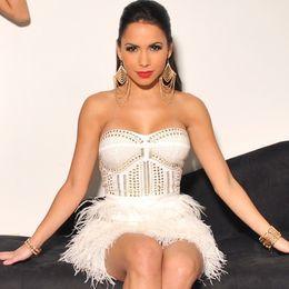 Celebridad mini vestidos de plumas online-Al por mayor-2 colores Hot Strapless Nail Bead blanco negro pluma Celebrity vendaje vestido lindo vestido de la manera