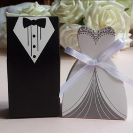 Wholesale Tuxedo Favour Boxes - Wholesale-Hot sell 100pc Romantic Groom Tuxedo Dress and bridal Dress +1 reel Ribbon Wedding favour Candy box,Sweety party Favor Box Gift!
