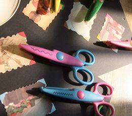Wholesale Lace Edge Scissors - Wholesale-Decorative lace Edge Craft school Scissors DIY for Scrapbook Scrapbooking Photo Frame Album Handmade Kids Artwork Card Safe