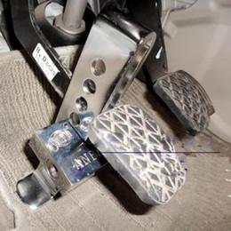 Al por mayor-Auto suministros antirrobo dispositivo de bloqueo de embrague de la cerradura del freno del coche accesorios del coche Herramienta Envío gratis desde fabricantes