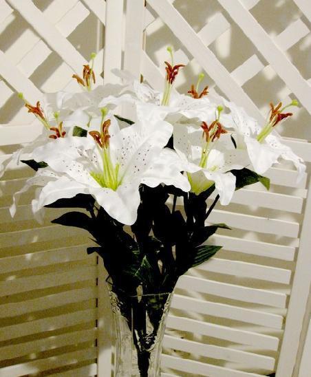 9 머리 / 뭉치 인공 백합 꽃 가짜 백합 꽃 움 큼 크림 / 결혼식을위한 핑크 두 가지 색상 장식 꽃
