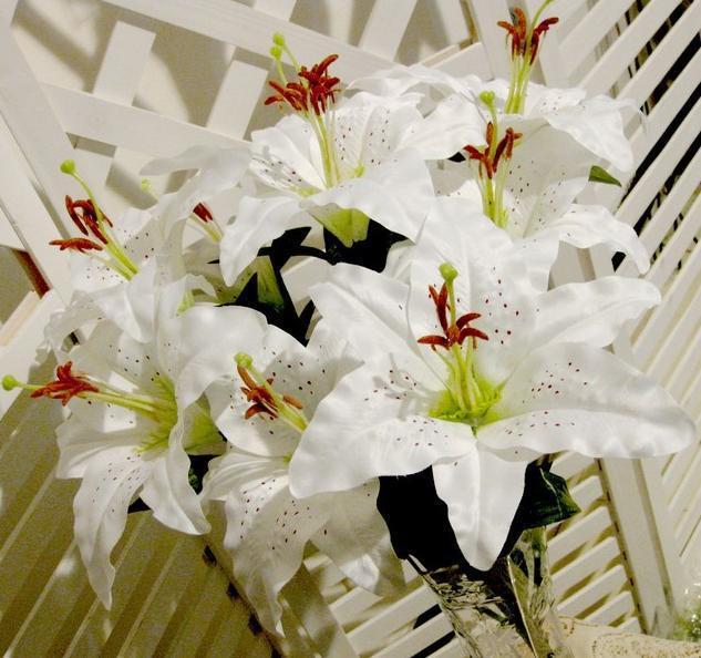 9頭/束人工的なユリの花の偽ユリの花束のクリーム/ピンクの2色の結婚式の装飾的な花