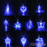 Atacado-LED Blue Magnetic Light Charm Pendant Necklace Xmas Christmas Birthday Dancing Party para homens Mulheres Girl Boy 1NRH