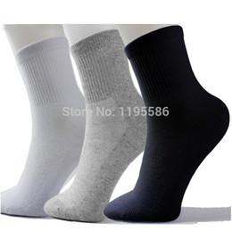 Wholesale Long Black Sports Socks - Wholesale-High Quality Men Athletic Socks Sport Basketball Long Cotton Socks Male Spring Summer Running Cool Soild Mesh Socks For All Size