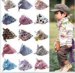 foulard à la salive Promotion Gros-10 pcs / lot Bébé Enfant Toddler Bandana Bavettes Salive Serviette Dribble Triangle Filles Foulard Head Différents Styles