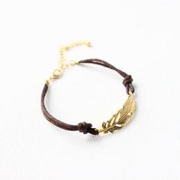 Bracciale articolazioni online-Braccialetto di cuoio unito della piuma del metallo dei braccialetti del cuoio di modo di stile all'ingrosso-Nuovo per la cinghia di polso della ragazza della signora delle donne libera