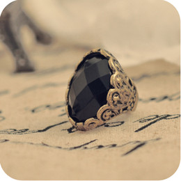 R014 NEW Fashion Retro Big Black Oval Gem Stone Rings Carve Modelli per Party Vampire Diaries stesso Design Lussuoso Anelli # 52 cheap black gem stone rings da anelli di pietra del gemma nera fornitori