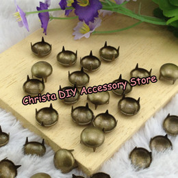 Pernos De Ropa Baratos-Wholesale-1000pcs / lot 8 mm de bronce redondos pernos prisioneros y picos para la ropa del metal Prongs DIY Ropa / Leathercrafts Deco.Supplier / Envío Gratis