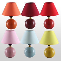 Hot Selling Fashion Modern Brief Ceramic Fabric Small Table Lamp Bedroom  Lamp Desk Lamp Indoor