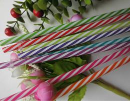 Venda por atacado-quente reutilizável biodegradável cor distinta bebidas plástico listrado canudos (100pcs / lot) de