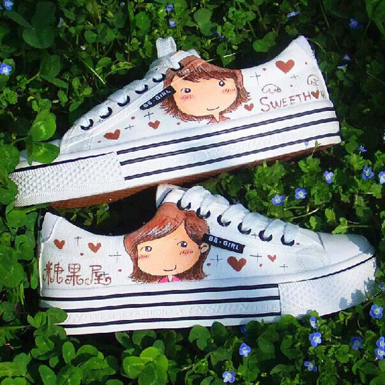 Cartoon Style Low Lace-Up Shoe Height Increasing Breathable Hand Painted  Canvas Platform Shoes Woman Girls Fashion Sneaker Online with  66.85 Pair  on ... 7ee2de6c1
