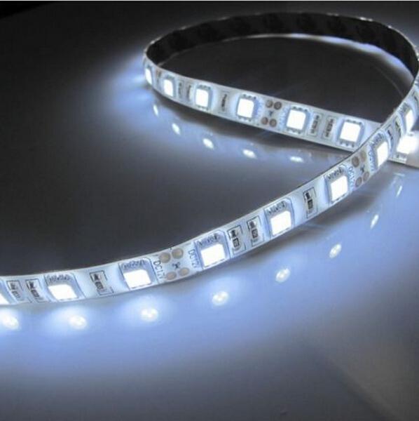 Al por mayor-No impermeable 1M SMD 5050 RGB 60leds tira de tira de luz de tira flexible llevó la cinta de la cinta Rollo de la lámpara para las vacaciones decorar lámparas de neón