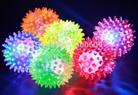 Al por mayor-Flashing Light Up Spikey altos Bouncing Balls novedad sensorial Hedgehog Bola mayorista