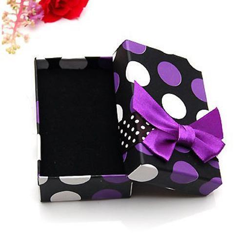 ちょうなら素敵な贈り物を持つボックスを合わせて最高品質の正方形のかわいいプレゼント