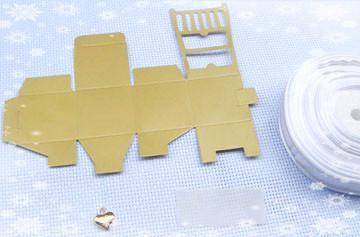 ENVÍO GRATIS Caja del favor de la silla del oro en miniatura de la calidad con el encanto del corazón y favores de la boda de la cinta Idea de ajuste de la recepción del partido