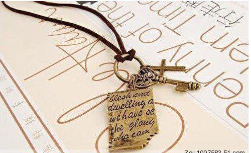 ビンテージシェイクスピアのラブレタクロスキーペンダントレザーコードロングネックネックレスセーターチェーン25ピース