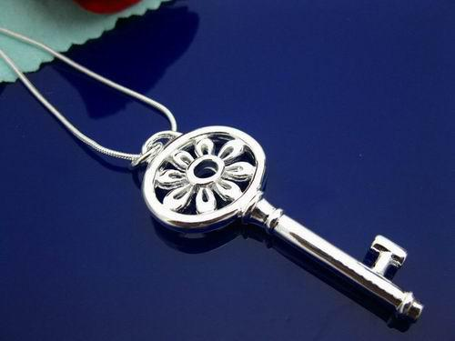 Super Biżuteria Boże Narodzenie Prezent 925 Srebrny Chryzantema Klucz Zaprojektowany Naszyjnik Łańcuchowy