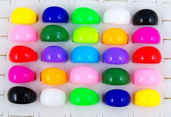 뜨거운 유행 보석 14mm 커트 색깔 수지 반지 는 섞였다