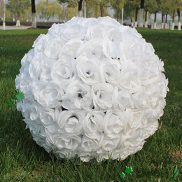Wholesale Kissing Balls Flowers - Elegant White Artificial Rose Silk Flower Ball Hanging Kissing Balls 30cm 12 Inch Ball For Wedding Party Decoration Supplies