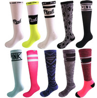 Pink Victoria sock Women Sports Socks Football Cheerleaders Meias Victoria Knee High Sports Stocks Pink 2017 Natal ano novo presente quente