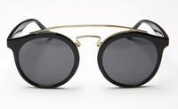 kutu filmleri toptan satış-Erkekler ve kadınlar güneş gözlüğü yuvarlak kutu retro moda güneş gözlüğü renk filmi çift rahat yurt aynası