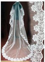 romantische hochzeitsschleier großhandel-Romantische weiße Elfenbein Spitze Brautschleier billige lange Spitze Brautschleier eine Schicht Spitze applizierten Rand Brautschleier versandkostenfrei auf Lager