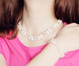 Precio al por mayor Boda de lujo Conjunto de joyas de perlas Collar y brazalete de perlas de agua dulce genuinos Conjunto de alta calidad de piedras preciosas para la noche de fiesta desde fabricantes