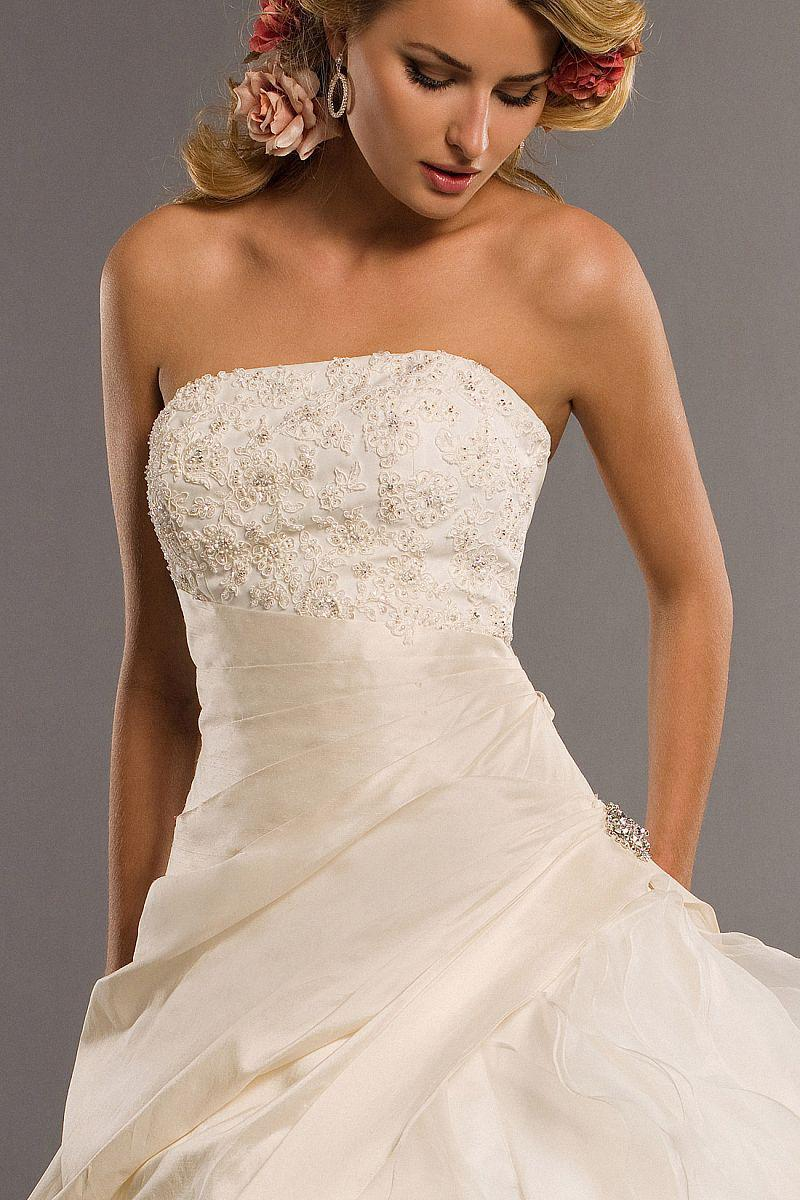 Exquisite Luxury beaded lace embroidered strapless organza A-line bridal wedding dress