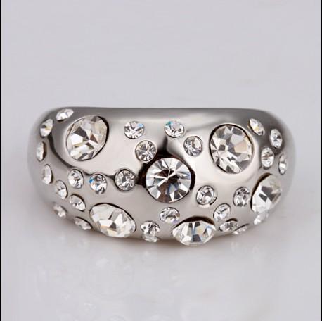 Vendiendo 18k en oro blanco con incrustaciones de cristal anillo de moda joyero joyería fina disponible 10Piece / lote