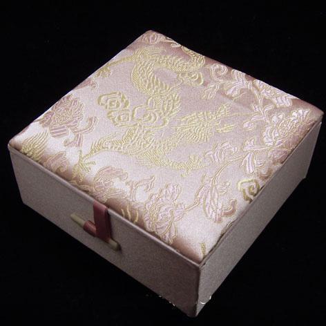 Chinese armband geschenkdozen sieraden 10 stks mix kleur patroon 4 * 4 inch zijde stof vierkante bekleed doos