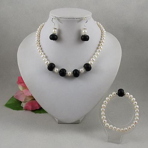 719c37c9d17b Compre Joyería Elegante Conjunto Blanco Perla Negro Lave Perlas Collar  Pendiente De La Pulsera Envío Gratis A2066 A  23.12 Del Terisajewellery