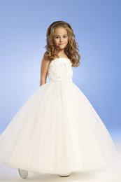 Damas de honor vestidos de organza flores online-Para 4 10 años de edad 2014 niña de las flores se viste con una línea sin tirantes de satén blanco niña de las flores vestido de los niños vestidos de dama de honor N99