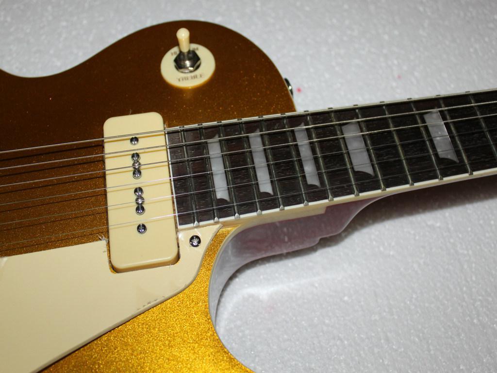 Nueva tapa de oro con 2 pastillas de plástico. Guitarra eléctrica de caoba. Guitarra al por mayor.