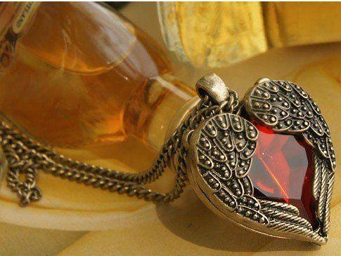 Vintage Red Gemstone Wings Colgantes collares largos moda suéter cadena en forma de corazón de las mujeres 20pcs