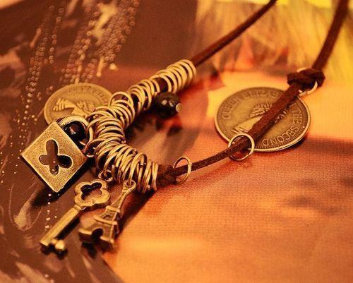 Hotting Vintage Кожаный Шнур Длинные Ожерелья красоты портрет Пирамида Ключи Подвеска Цепь Свитера 10 шт.